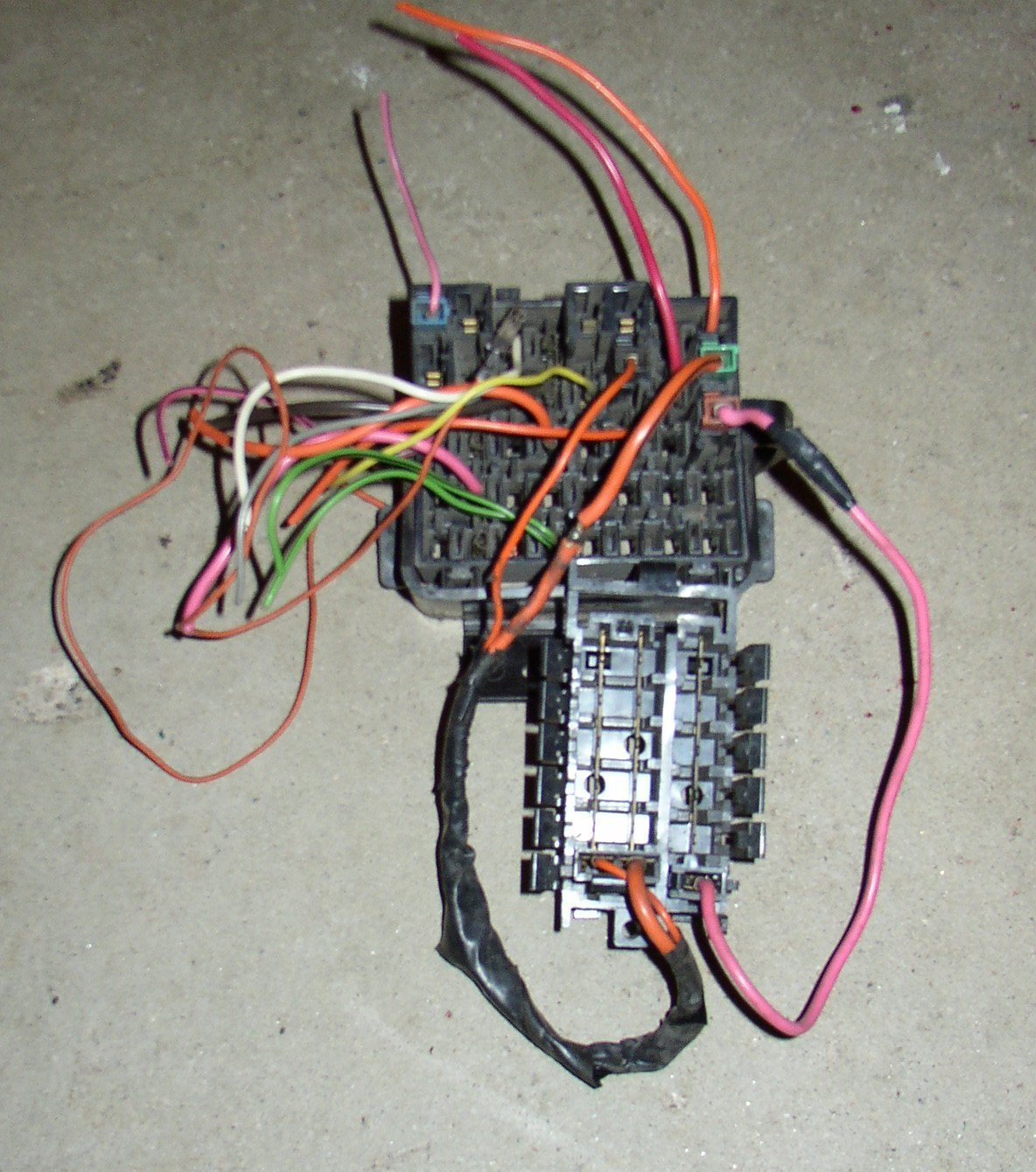 Tapping Fuses From The Block Third Generation F Body Message Boards In 220 Screw Fuse Box Plugs You Want To Obtain Are Ones That Plug Into Junction Not Pink Wire Connectors Smaller Than Orange